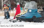 Купить «Near the snowmobile the family plays in the snow in the forest», видеоролик № 29575839, снято 18 июня 2019 г. (c) Константин Шишкин / Фотобанк Лори