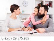 Купить «Parents signing papers for divorce», фото № 29575955, снято 18 января 2019 г. (c) Яков Филимонов / Фотобанк Лори