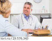Купить «Professor of medicine training colleague», фото № 29576343, снято 26 июня 2019 г. (c) Яков Филимонов / Фотобанк Лори