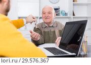 Купить «Old man and agent sign lease contract», фото № 29576367, снято 22 января 2019 г. (c) Яков Филимонов / Фотобанк Лори