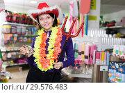 Купить «Happy girl shopper having fun in festival outfits store», фото № 29576483, снято 15 марта 2018 г. (c) Яков Филимонов / Фотобанк Лори