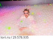 Let's Glow Party - Die 90er Neon-Sause at Madame Tussauds in Berlin (2018 год). Редакционное фото, фотограф AEDT / WENN.com / age Fotostock / Фотобанк Лори