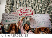 Купить «March for Our Lives event outside US Embassy, London. Led by young people in over 800 locations around the world, including Sydney, Tokyo, Mumbai, plus...», фото № 29583423, снято 24 марта 2018 г. (c) age Fotostock / Фотобанк Лори