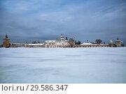 Купить «Кирилло-Белозерский монастырь зимой,  вид с Сиверского озера», фото № 29586347, снято 6 января 2016 г. (c) Юлия Бабкина / Фотобанк Лори