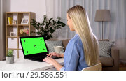 Купить «woman typing on laptop with green screen at home», видеоролик № 29586551, снято 7 декабря 2019 г. (c) Syda Productions / Фотобанк Лори