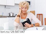 Купить «Upset elderly woman sitting at kitchen», фото № 29587047, снято 11 июля 2018 г. (c) Яков Филимонов / Фотобанк Лори