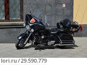 Купить «Американский мотоцикл Harley Davidson на стоянке», эксклюзивное фото № 29590779, снято 8 мая 2015 г. (c) lana1501 / Фотобанк Лори