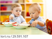 Купить «babies children eating healthy food in nursery or kindergarten», фото № 29591107, снято 22 июля 2019 г. (c) Оксана Кузьмина / Фотобанк Лори