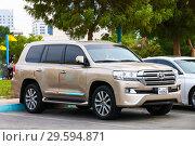 Купить «Toyota Land Cruiser 200», фото № 29594871, снято 17 ноября 2018 г. (c) Art Konovalov / Фотобанк Лори