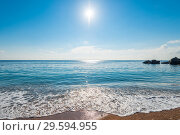 Купить «The seascape is a bright midday sun over clear sea water, a view of the horizon.», фото № 29594955, снято 7 ноября 2017 г. (c) Константин Лабунский / Фотобанк Лори