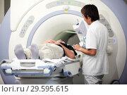 Купить «Обследование на МРТ (магнитно-резонансная томография) сканере», фото № 29595615, снято 15 июля 2010 г. (c) Александр Гаценко / Фотобанк Лори