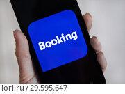 Купить «Экран смартфона с приложением Booking.com», фото № 29595647, снято 26 ноября 2018 г. (c) Victoria Demidova / Фотобанк Лори