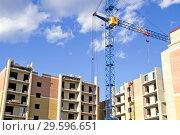 Купить «Строительство жилого дома», фото № 29596651, снято 9 августа 2015 г. (c) Инга Прасолова / Фотобанк Лори