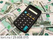 Купить «Калькулятор лежит на российских купюрах», эксклюзивное фото № 29608015, снято 19 декабря 2018 г. (c) Игорь Низов / Фотобанк Лори