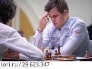 Купить «Чемпион мира Magnus Carlsen, Норвегия (справа) на чемпионате мира по быстрым шахматам в Санкт-Петербурге», фото № 29623347, снято 28 декабря 2018 г. (c) Stockphoto / Фотобанк Лори