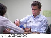 Купить «Чемпион мира Magnus Carlsen, Норвегия (справа) на чемпионате мира по быстрым шахматам в Санкт-Петербурге», фото № 29623367, снято 28 декабря 2018 г. (c) Stockphoto / Фотобанк Лори