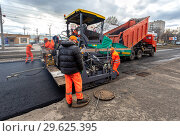 Купить «Work on laying the asphalt surface on a city street», фото № 29625395, снято 29 апреля 2018 г. (c) FotograFF / Фотобанк Лори