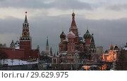 Купить «Вид на Красную площадь, Спасскую башню Московского Кремля и собор Василия Блаженного», видеоролик № 29629975, снято 29 декабря 2018 г. (c) Яна Королёва / Фотобанк Лори