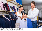 Купить «Couple purchasing shirt, tie and jacket at boutique», фото № 29633343, снято 24 октября 2016 г. (c) Яков Филимонов / Фотобанк Лори