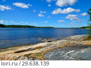 Купить «Beautiful rocky shore of the White sea. Bay Chupa, Karelia, Russia», фото № 29638139, снято 10 августа 2018 г. (c) Сергей Трофименко / Фотобанк Лори