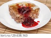 Купить «Порция холодца с брусничным соусом», фото № 29638163, снято 3 января 2019 г. (c) Dmitry29 / Фотобанк Лори
