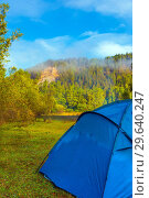 Купить «The tourist tent stands on a clearing in the autumn forest near the cliff.», фото № 29640247, снято 4 сентября 2018 г. (c) Акиньшин Владимир / Фотобанк Лори
