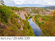 Купить «Top view of the rocky shore of the river. The nature of the Urals.», фото № 29640339, снято 6 сентября 2018 г. (c) Акиньшин Владимир / Фотобанк Лори