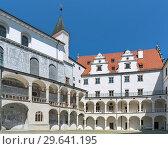 Купить «Внутренний двор замка в Нойбурге-на-Дунае, Германия», фото № 29641195, снято 18 мая 2017 г. (c) Михаил Марковский / Фотобанк Лори