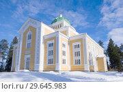 Купить «Самая большая деревянная церковь Финляндии солнечным зимним днем. Керимяки», фото № 29645983, снято 3 марта 2018 г. (c) Виктор Карасев / Фотобанк Лори