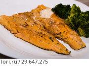 Купить «Fried trout fillets with broccoli», фото № 29647275, снято 23 марта 2019 г. (c) Яков Филимонов / Фотобанк Лори