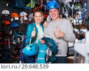 Купить «Athletes chooses climbing equipment», фото № 29648539, снято 25 октября 2017 г. (c) Яков Филимонов / Фотобанк Лори