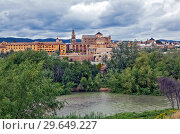 Купить «Вид на реку Гвадалквивир и Алькасар. Кордова. Испания», фото № 29649227, снято 29 мая 2013 г. (c) Сергей Афанасьев / Фотобанк Лори