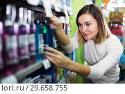 Купить «Female shopper searching for mouthwashes», фото № 29658755, снято 23 ноября 2016 г. (c) Яков Филимонов / Фотобанк Лори