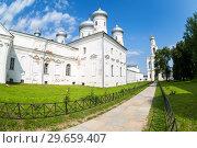 Купить «St. George (Yuriev) Orthodox Male Monastery in Veliky Novgorod, Russia», фото № 29659407, снято 17 августа 2017 г. (c) FotograFF / Фотобанк Лори