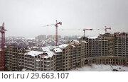Купить «Flying over construction site of residential compound in winter city, Russia», видеоролик № 29663107, снято 25 июля 2018 г. (c) Данил Руденко / Фотобанк Лори