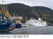Купить «Петропавловск-Камчатский морской порт», фото № 29664979, снято 4 сентября 2018 г. (c) А. А. Пирагис / Фотобанк Лори