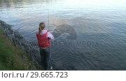 Купить «A woman Fishing», видеоролик № 29665723, снято 25 июня 2019 г. (c) Wavebreak Media / Фотобанк Лори