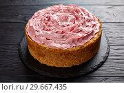 Купить «raspberry cheesecake on a black stone plate», фото № 29667435, снято 30 декабря 2018 г. (c) Oksana Zh / Фотобанк Лори