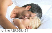 Father and daughter in a bed. Стоковое видео, агентство Wavebreak Media / Фотобанк Лори