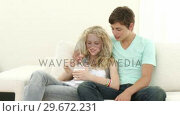 Купить «Panorama of male and female teenagers eating Chinese food», видеоролик № 29672231, снято 22 октября 2009 г. (c) Wavebreak Media / Фотобанк Лори