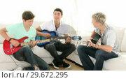 Teenagers at Band Practice. Стоковое видео, агентство Wavebreak Media / Фотобанк Лори
