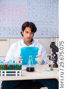 Купить «Young chemist working in the lab», фото № 29675075, снято 19 октября 2018 г. (c) Elnur / Фотобанк Лори