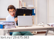 Купить «Businessman disgusted with cockroaches in the office», фото № 29675083, снято 25 сентября 2018 г. (c) Elnur / Фотобанк Лори
