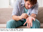 Купить «Young man committing suicide with razor blade», фото № 29675259, снято 25 сентября 2018 г. (c) Elnur / Фотобанк Лори