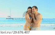 Купить «Couple listening to a seashell», видеоролик № 29676407, снято 14 ноября 2010 г. (c) Wavebreak Media / Фотобанк Лори