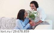 Купить «Man surprising his girlfriend with a bouquet», видеоролик № 29678859, снято 3 ноября 2011 г. (c) Wavebreak Media / Фотобанк Лори