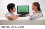 Купить «Couple having a conversation», видеоролик № 29679595, снято 4 ноября 2011 г. (c) Wavebreak Media / Фотобанк Лори