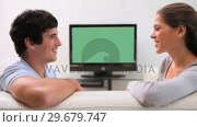 Купить «Couple talking in front of the television», видеоролик № 29679747, снято 4 ноября 2011 г. (c) Wavebreak Media / Фотобанк Лори