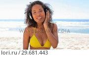 Купить «Woman listening to music with headphones», видеоролик № 29681443, снято 18 ноября 2011 г. (c) Wavebreak Media / Фотобанк Лори