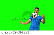 Купить «Man controlling a football with his chest on green screen », видеоролик № 29684883, снято 7 апреля 2013 г. (c) Wavebreak Media / Фотобанк Лори